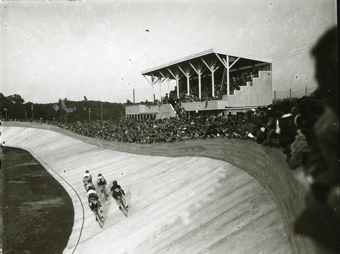 Fra åbningsdagen på den nye Aarhus Cyklebane, d. 24. juli 1940. Foto: Aage Fredslund Andersen.