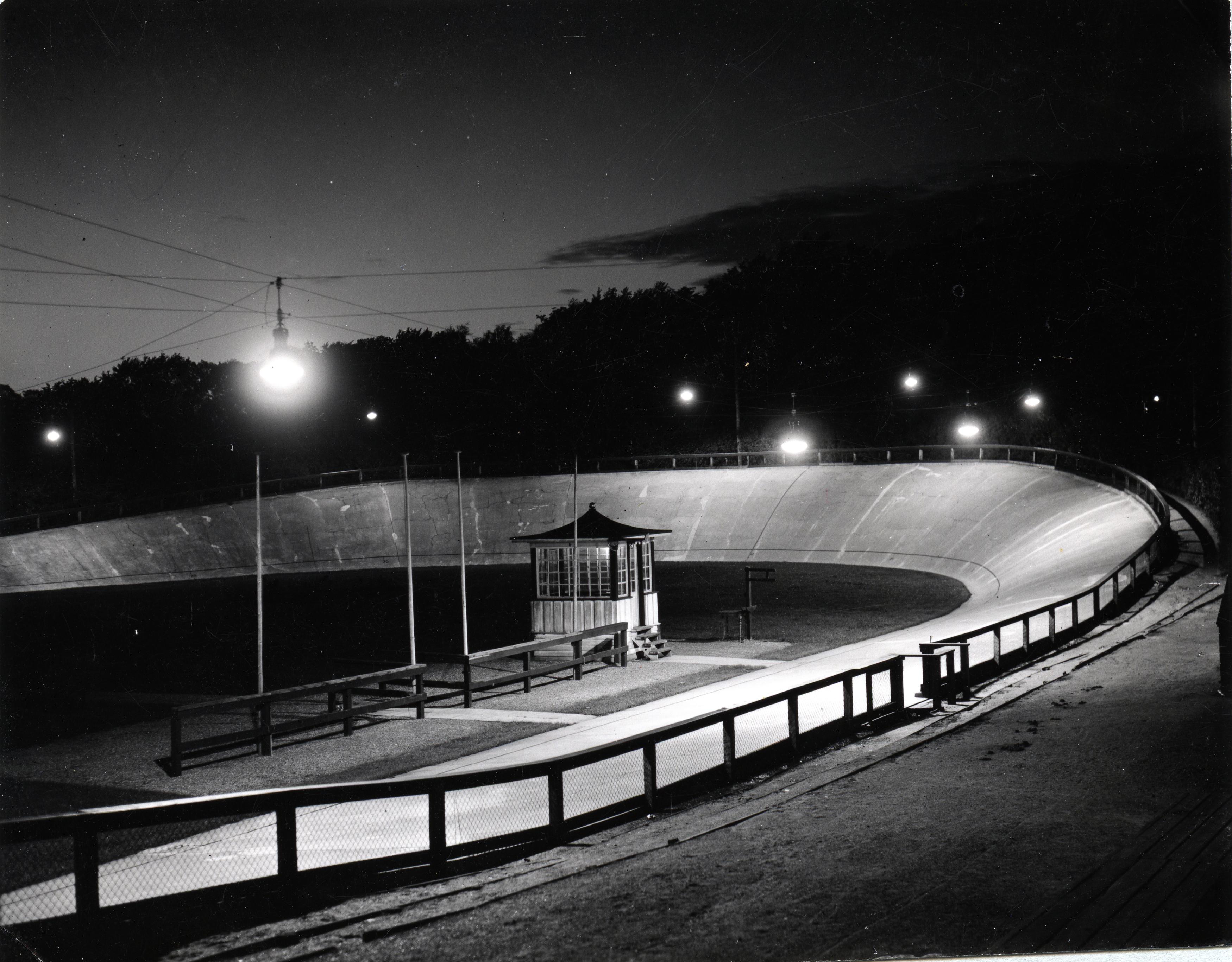 'Gryden' med moderne lysanlæg 1934. Foto: Aage Fredslund Andersen.